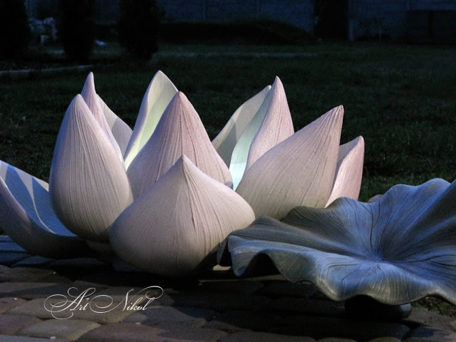 Garden sculpture Lotus