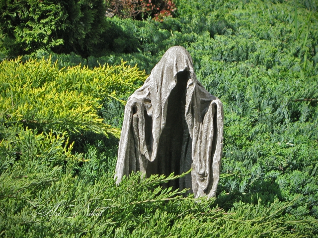 Garden sculpture Wanderer