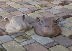 Садовая скульптура Бегемотики